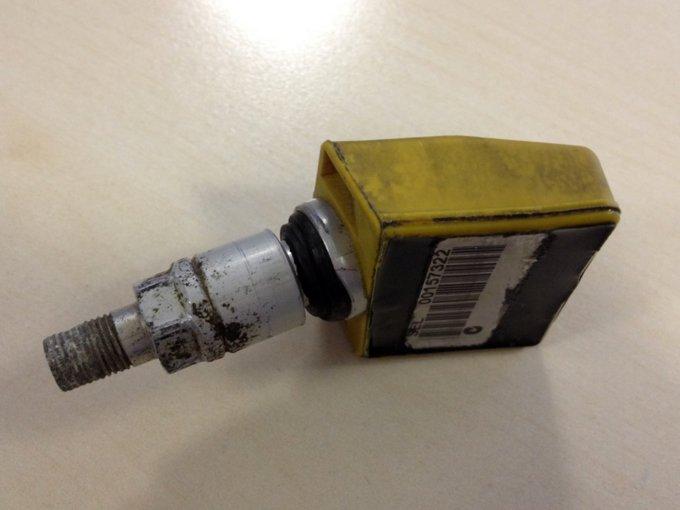 Датчики давления в шинах очень нежные, могут начать травить воздух или перестать передавать сигнал