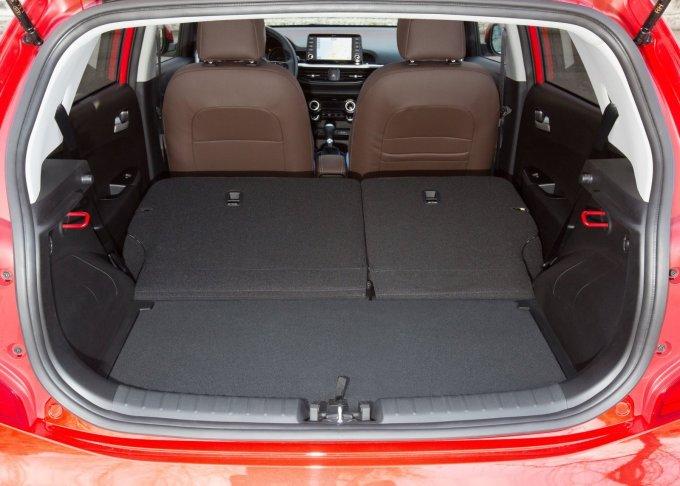 Багажник Picanto увеличился с 200 л до 255 л, высота его пола может регулироваться на 145 мм, чтобы высвободить дополнительное пространство или организовать скрытый отсек