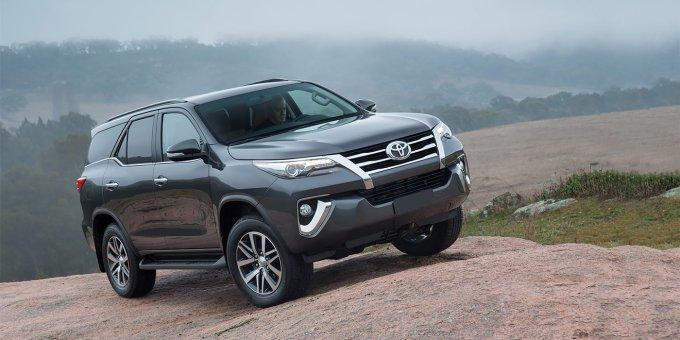 Toyota Fortuner — машина интересная, очень надежная и брутальная