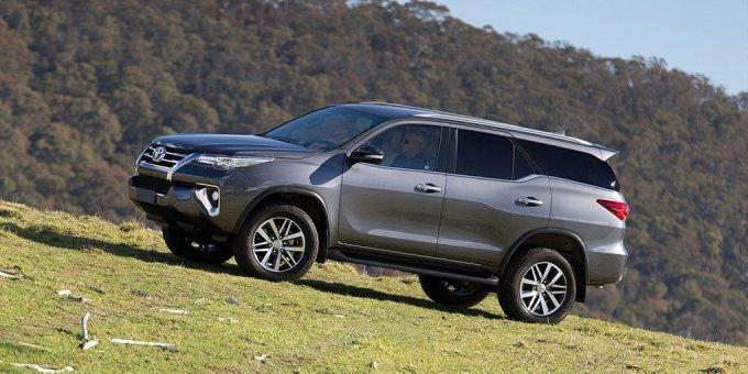 Покупателям в России представлено второе поколение Toyota Fortuner, запуск которого на глобальном рынке состоялся в 2015 году