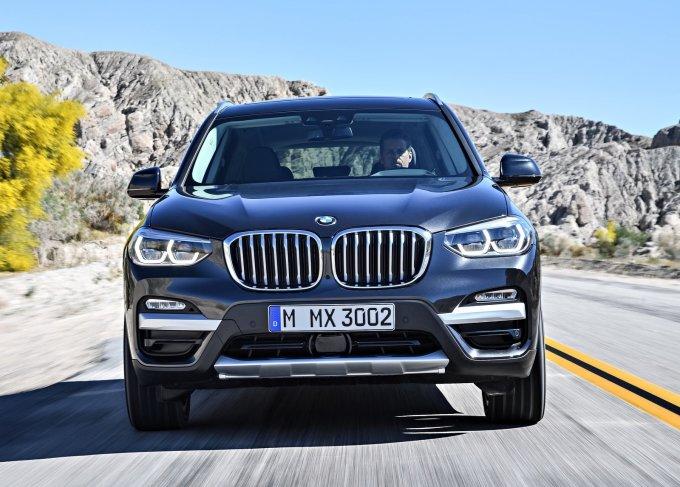 Новый X3 оснащается системой BMW CoPilot, которая открывает широкие возможности полуавтономного вождения