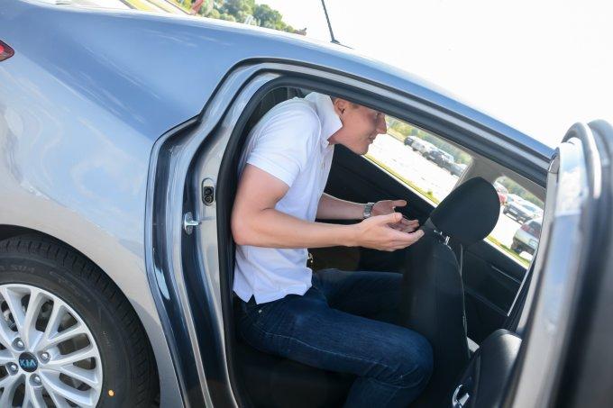 При высоких обитателях передних кресел, задним пассажирам на вольготность рассчитывать не приходится