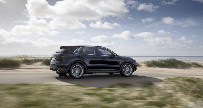 В основу нового поколения легла укороченная платформа MLB Evo. На её длинной версии базируются Audi Q7 и Bentley Bentayga. Новому Cayenne доступны адаптивные амортизаторы, трехкамерные пневмобаллоны и активные стабилизаторы