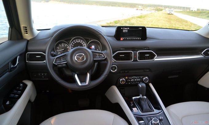 Салон превосходен. И качество отделки, и качество подгонки — все на высшем уровне. В пору соперничать не с Toyota и Mitsubishi, а с BMW и Audi