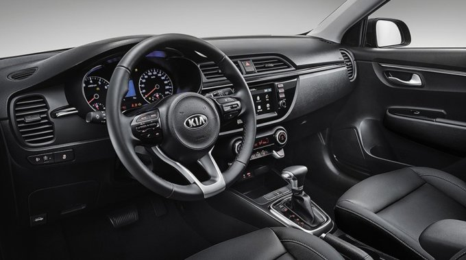 Покупатели могут оснастить свои автомобили новой версия мультимедийной системы (AV) с сенсорным дисплеем, отображением информации с камеры заднего обзора, поддержкой Android Auto и Apple CarPlay