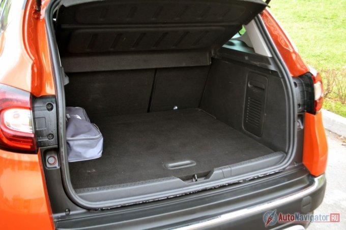 Объем багажника — 387 литров. Не очень-то много, но он хорошей прямоугольной формы