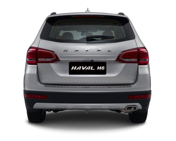 Минимальный объем багажника — 808 л., максимальный (со сложенным 2-м рядом сидений) — 1216 л.