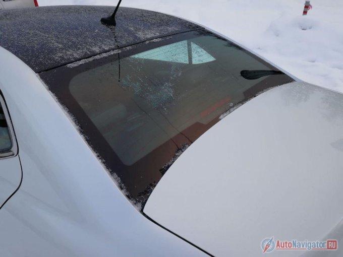 Багажник объемом 440 литров, но его прелесть в другом — в большом проеме, который достигается благодаря вогнутому заднему стеклу.