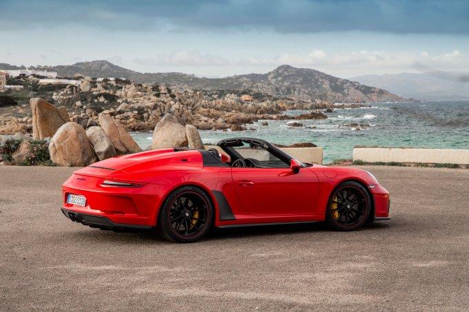 Эксклюзивный Porsche 911 Speedster: в России от 21.681.000 рублей