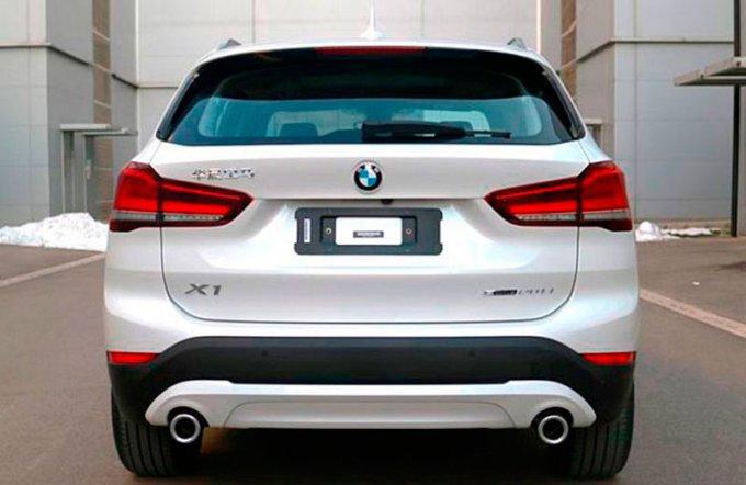 Рестайлинговый BMW X1 появился без камуфляжа